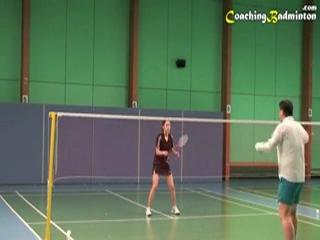 Стойка женщины при защите в смешанных играх в бадминтоне - уроки бадминтон Ли Джей Бок